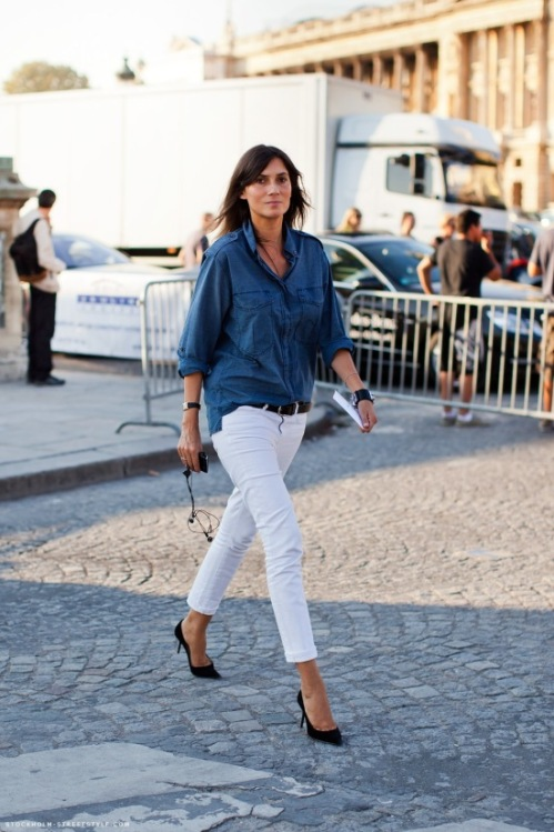 white-jeans-denim-shirt-black-pumps